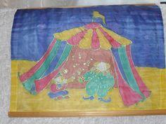 Sirkusteltta silkkimaalauksena, jota kokeilin 90-luvun alussa. Silloin tein myös paljon silkkihuivia suolakuvioilla ja muutamia silkkikravatteja myös maalattiin tytön kanssa.