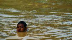 Decenas de miles de evacuados por lluvias en Malasia