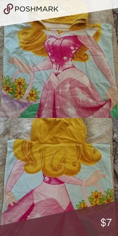 Hooded towel Hooded princes towel. Gently loved. Has more love to give! Short more for a toddler Other