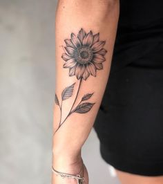 Celebrate the Beauty of Nature with these Inspirational Sunflower Tattoos - diy tattoo images Side Arm Tattoos, Half Sleeve Tattoos Designs, Tattoos For Women Half Sleeve, Best Tattoos For Women, Arm Sleeve Tattoos, Tattoo Designs, Forarm Tattoos For Women, Nature Tattoo Sleeve Women, Around Arm Tattoo
