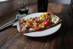 Recipe for flatbread pizzas with goat cheese and caramelized onions