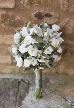 #white and #green #olive #botanical #bouquet at a #tuscany #wedding in #italy | bouquet ulivo bianco e verde ad un matrimonio in Toscana