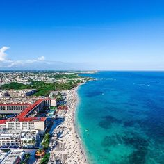 PLAYA DEL CARMEN FROM THE SKY! 〰〰〰〰〰〰〰〰〰〰〰〰〰〰〰〰〰〰〰 It's a beautiful day here in Playa del Carmen and this epic drone shot depicts one of the many reasons why I call Playa home during the fall and winter months.  This was shot high above Mamita's Beach, Coralina Daylight Club and the Grand Hyatt Playa del Carmen Resort (all tagged above)  Have you visited Playa del Carmen before? Is it on your list of places to go in 2017? Double tap and leave a comment below! 〰〰〰〰〰〰〰〰〰〰〰〰〰〰〰〰〰〰〰 📷 Camera…
