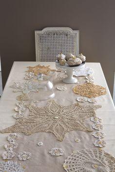 riciclo vecchi centrini Crochet Art, Crochet Home, Doily Art, Little Presents, Quilted Table Runners, Lace Embroidery, Vintage Decor, Doilies, Tea Party