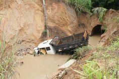 #News  Corpo de suposta criança que afundou junto com caminhão ainda não foi localizado