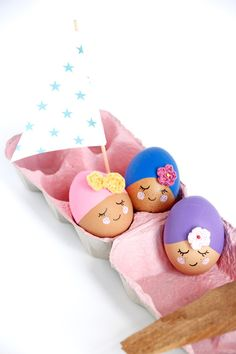 "Tutoriel DIY de Pâques • Idée Déco de Pâques • DIY Oeufs de Pâques / Easter DIY idea • Easter egg decoration •  (Inspired by the ""Pool Party Eggs"" tutorial on Handmade Charlotte's blog"")"