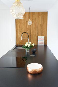 Cuisine Kvik avec plan de travail en granit noir Conçu par l'agence d'architecture d'intérieur bldb