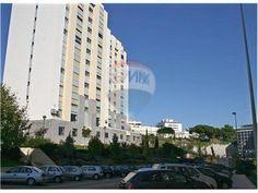 Algés, Miraflores, Rua 25 de Novembro de 1975. Apartamento com 4 assoalhadas e 150 m2, garagem e arrecadação. Vendido em Agosto de 2013 por 246 mil euros. Vendido por Diogo Neto.