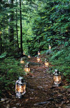 """Railroad Lantern"" lighted pathway"