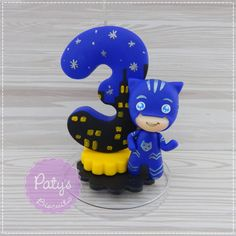 Vela decorada Menino-Gato - PJ Masks no Elo7 | Paty's Biscuit (C825C4) Festa Pj Masks, Fondant Cake Toppers, Number Cakes, Cake Toppings, Air Dry Clay, Boy Birthday Parties, Clay Crafts, Biscuits, Parties Decorations