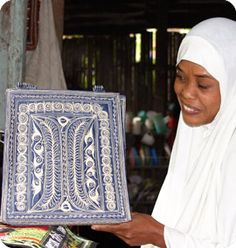 @WorldCrafts Artisan: {Aceh Group ~  Indonesia} This group is made of over 1,000 women &10 men from 10 villages who embroider and tailor purses in order to rebuild from the 2005 earthquake and tsunami. #fairtrade #WCartisans