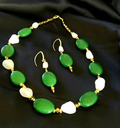 Hey, I found this really awesome Etsy listing at https://www.etsy.com/ru/listing/258043330/oval-green-agate-white-agate-nuget-beads
