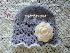 PICNIC DATE HAT Have you tried making my first hat pattern, yet? Well, here's another one! Inspired by another pattern found on FB. I...