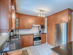 Les comptoirs de granit sont un classique indémodable dans les cuisines ! Kitchen Cabinets, Design, Home Decor, Countertops, Classic, Granite, Decoration Home, Room Decor, Kitchen Cupboards