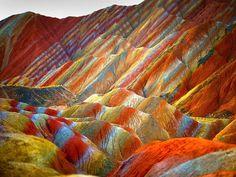 Las ondas asintóticas en el Parque Geológico de Zhangye Danxia, China.   Matemolivares