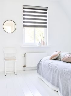 #slaapkamer #inspiratie #raamdecoratie #duorolgordijn Roman Shades, Satin, Curtains, Inspireren, Home Decor, Blinds, Decoration Home, Room Decor, Elastic Satin