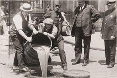NEW YORK CITY POLICE pouring liquor into the sewer PHOTO POSTER 1920 rare