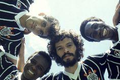 Wladimir - 40 anos da estreia do recordista de jogos pelo Corinthians     Corinthianismo, raça, dedicação, vitórias e títulos. Palavras que fazem um breve resumo da carreira daquele que não foi apenas mais um ídolo da Fiel, mas sim do atleta que é a cara da torcida e o recordista de jogos com a camisa do Timão. Há exatamente 40 anos, o jogador que mais vezes entrou em campo pelo Corinthians fazia a sua estreia. Em parceria com a Placar, o Timão preparou um especial sobre o craque Wladimir.