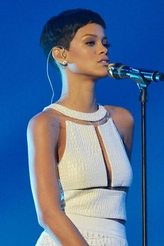 VOGUE cover girls Rihanna and Lana Del Rey have both been shortlisted for best International Female at the 2013 Brit Awards. If Rihanna is presented with the statue – this Rihanna Pixie Cut, Rihanna Hairstyles, Undercut Hairstyles, Undercut Pixie, Short Pixie Haircuts, Short Bob Hairstyles, Black Pixie Cut, Best Of Rihanna, Best Pixie Cuts