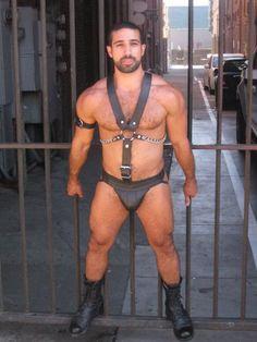 Kink leather stunning