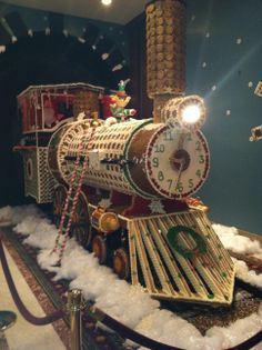 Gingerbread Train at The Jefferson Hotel Gingerbread Train, Gingerbread House Template, Gingerbread Village, Gingerbread Decorations, Christmas Gingerbread House, Gingerbread Cookies, Christmas Feeling, Merry Christmas To All, Christmas Crafts