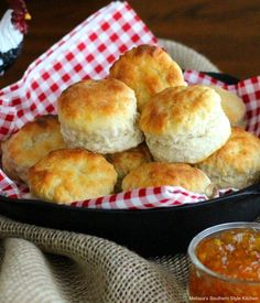 Bake a batch of these spectacular Fluffy Southern Buttermilk Biscuits to go with any meal #buttermilkbiscuits #southernbiscuits #biscuits #biscuitrecipes #southernfood #southernrecipes #bread #breakfast #brunch #holidaybrunch #bestbiscuits #bestbiscuitrecipes #holidaybrunch #fallbaking Southern Buttermilk Biscuits, Buttermilk Recipes, Buttermilk Rusks, Kfc Buttermilk Biscuits Recipe, Fluffy Biscuits, Bisquick Recipes, Homemade Biscuits Recipe, Biscuit Recipe, Homemade Donuts