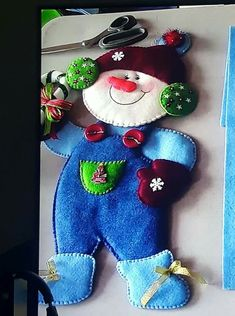 Santa, nieve y reno - Salvabrani Christmas Sewing, Felt Christmas, Christmas Signs, Christmas Birthday, Christmas Crafts, Christmas Decorations, Christmas Ornaments, Holiday Decor, Handmade Ornaments