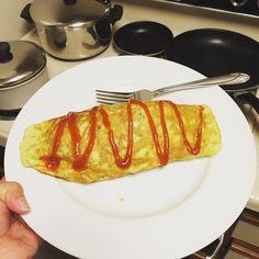 いいね!11件、コメント1件 ― Laurenさん(@peruvianpuff)のInstagramアカウント: 「Omurice for dinner! #cookingwithdog #japanese #itswhatsfordinner #eggs #omeletteonsteroids」