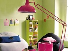 Un salon lumineux / A bright living-room  : http://www.maison-deco.com/salon/meubles-objets-deco-salon/Quelques-idees-lumineuses
