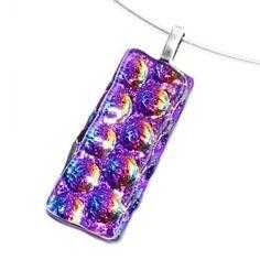 Paarse glashanger van speciaal paars dichroide glas.
