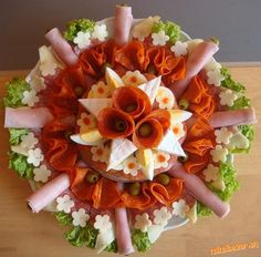 Decoration of Food Food decoration is very important beacuse when we are serving a food then its presentatio n create image of that before tasting it. So food presentation should be completely ravi… Meat And Cheese Tray, Meat Trays, Meat Platter, Food Platters, Cheese Platters, Antipasto Platter, Party Trays, Snacks Für Party, Appetizers For Party