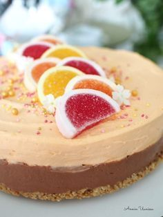 Appelsiini-suklaajuustokakku Finnish Recipes, Cheesecakes, Nom Nom, Sweet Tooth, Muffin, Food And Drink, Chocolate, Baking, Desserts