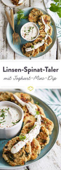 Diese knusprigen Linsen-Spinat-Taler machen jeden Feierabend zur kulinarischen Wohlfühlreise. Einfach in cremigen Joghurt-Minz-Dip tunken und genießen!