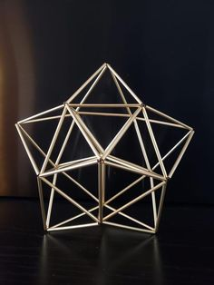 Himmeli Geometric Star Sculpture by Ana Paula Martins Geometric Star, Geometric Decor, Geometric Shapes, Barn Quilt Designs, Quilting Designs, Toothpick Sculpture, Straw Art, Small Christmas Trees, Diy Christmas