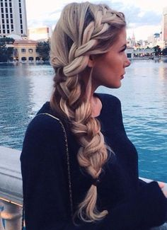 Gorgeous wedding hair ideas just in time for the upcoming wedding season. Click through for more.