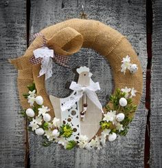 Easter Wreaths, Summer Wreath, Burlap Wreath, Snow Globes, Easter Ideas, Spring, Crafts, Crowns, Birthday Cake Toppers