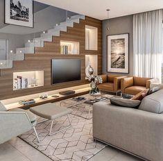 На данном изображении может находиться: гостиная, стол и в помещении