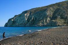 Kamari-Black sand beach in Santorini Santorini Beaches, Santorini Island, Santorini Greece, Kamari Santorini, Kamari Beach, Red Sand Beach, Next Holiday, Crystal Clear Water, Greek Islands