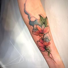 Amazing And Gorgeous Watercolor Tattoo Ideas You'll Love; Amazing And Gorgeous Watercolor Tattoo Ideas Flower Tattoo On Side, Flower Tattoo Shoulder, Daffodil Flower Tattoos, Flower Tattoo Meanings, Flower Tattoo Designs, Tatto Designs, Body Art Tattoos, Sleeve Tattoos, Flor Magnolia
