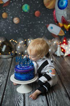 Boys First Birthday Party Ideas, 1st Birthday Photoshoot, Baby Boy 1st Birthday Party, 1st Birthday Cake Smash, Kids Birthday Themes, Baby Boy Cakes, Cake Smash Photography, Space Party, Caleb
