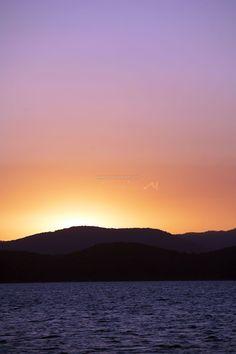 Whitsundays accommodation - Enjoy the beautiful sunset by the sea  #australia #queensland #whitsundays #beach #island #resort #hotel #accommodation #relax #travel #traveltherenext #experience