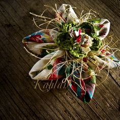 Broche fleur tissu. Création Les Jardins de Kahlan.