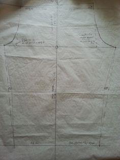 Iniziamo a raffica perchè sarà un po' lungo.  OCCORRENTE: foglio di carta grande, matita, squadra e/o riga, metro da sarta, ...