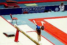 (gif of Viktoria Komova's BHS+LOSO+LOSO)
