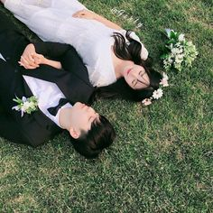 Shared by Find images and videos about love, couple and asian on We Heart It - the app to get lost in what you love. Mode Ulzzang, Korean Ulzzang, Ulzzang Girl, Korean Girl, Korean Wedding Photography, Couple Photography, Pre Wedding Poses, Wedding Couples, Couple Goals Cuddling