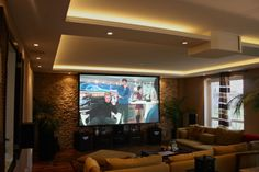 Title : heimkino im wohnzimmer integrieren Description : hi, i'm jannick from the teufel flagship store. Home Cinema Room, Home And Living, Living Room, Home Theater Seating, Entertainment Room, Ceiling Design, Interior Lighting, Family Room, Bedroom Decor