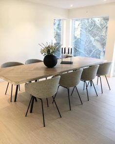 best modern dining room design ideas which you definitely like page 4 Unique Dining Tables, Wooden Dining Tables, Dining Table Design, Oak Table, Esstisch Design, Luxury Dining Room, Home Decor Furniture, Unique Home Decor, Dire