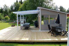 Amalian pihakeittiö: heinäkuuta 2015 Shed To Tiny House, Tiny House Cabin, Small Modern House Plans, Patio Pergola, Prefabricated Houses, Forest House, House Design, Outdoor, Ideas