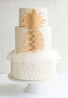 Chez Glamour, on a craqué pour ce wedding cake ananas, ultra raffiné #gâteaumariage #weddingcake