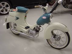 Puch Moped, Moped Scooter, Vintage Moped, Motor Scooters, Gas And Electric, Mini Bike, Cool Bicycles, Classic Bikes, Sport Bikes